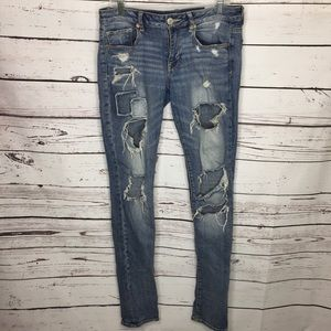 AEO 8 x long destroyed patch jeans